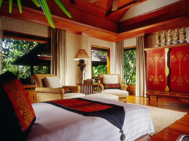 Chiang Mai Houses. Bedroom with elements of Thai decor