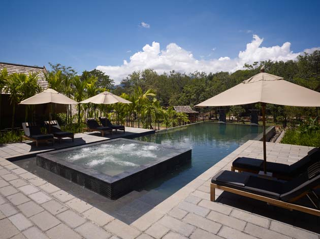 Chiang Mai Condos. Afternoons by the pool at Villa Residences